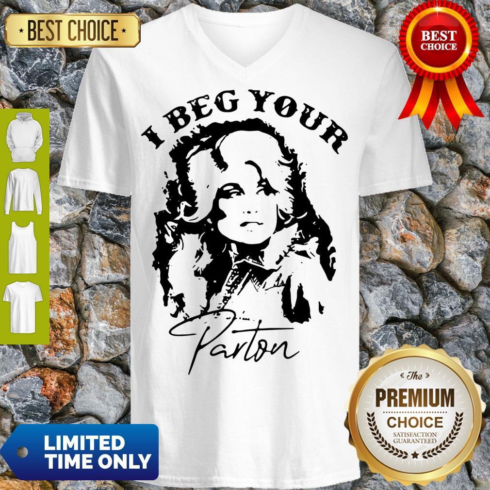 Top I Beg Your Parton V-neck