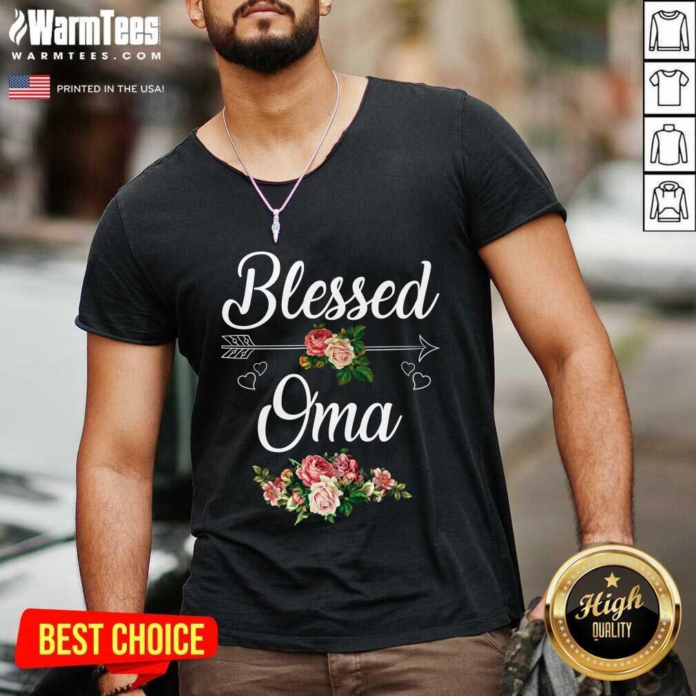 Blessed Oma Flower Mother Day V-neck