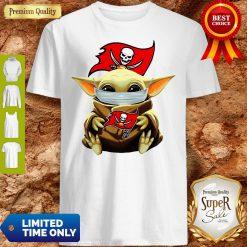 Official Star Wars Baby Yoda Face Mask Hug Tampa Bay Buccaneers Shirt