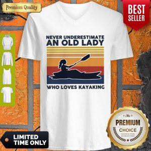 Top Never Underestimate An Old Lady Who Loves Kayaking Vintage V-neck