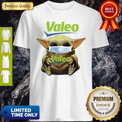 Pretty Star Wars Baby Yoda Hug Valeo Mask Covid-19 T-Shirt