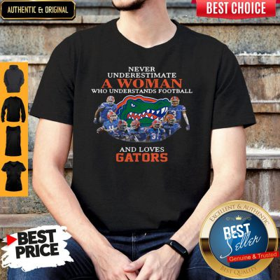 Top Never Underestimate A Woman Who Understands Football And Love Gators Shirt