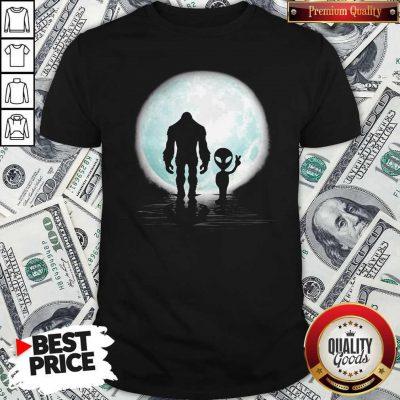 Good Bigfoot And Alien Under The Moon Shirt
