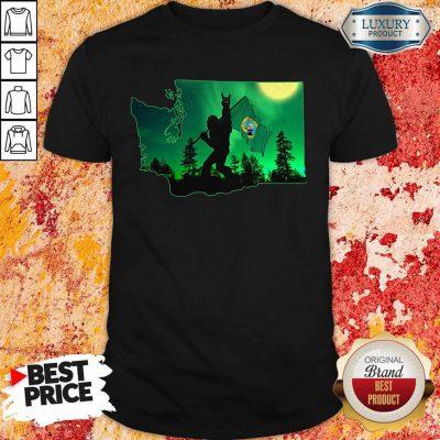Nice Bigfoot Rock And Washington Flag Shirt