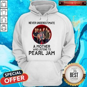 Awesome Never Underestimate A Mother Who Listens To Pearl Jam Moon Hoodie