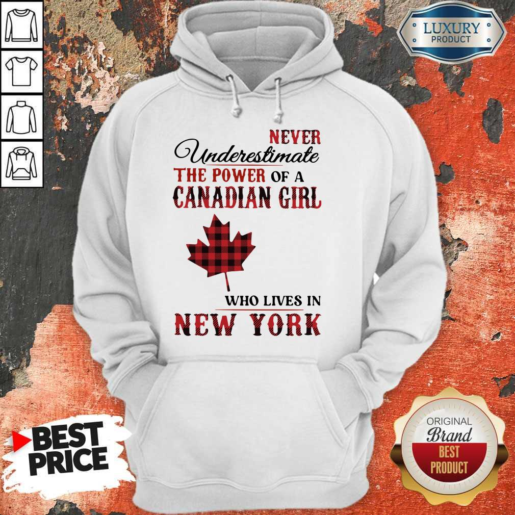 Pretty Never Underestimate The Power Of A Canadian Girl Who Lives In New York Hoodie