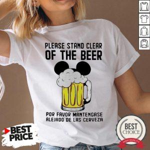 Please Stand Clear Of The Beer Por Favor Mantengase Alejado De Las Cerveze V-neck - Desisn By Warmtees.com