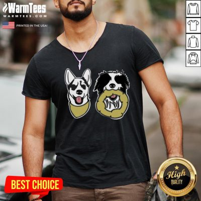 Cute I Love Little Pups V-neck - Design By 1tee.com