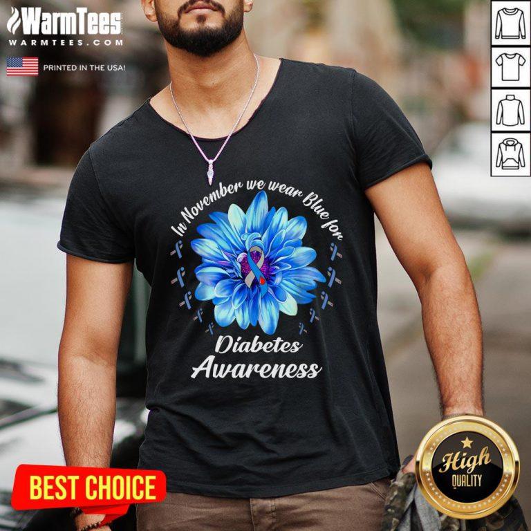 Pro In November We Wear Blue For Diabetes Awareness Daisy Flower V-neck - Design By Warmtees.com
