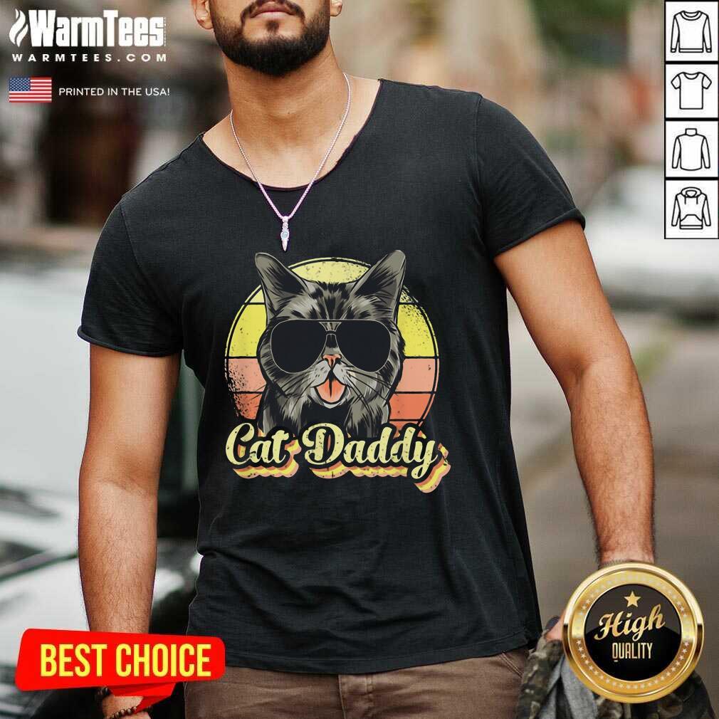 Cat Daddy Funny Cat Lover Gift For Men Best Cat Dad Ever Vintage V-neck - Design By Warmtees.com