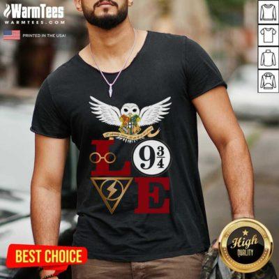 Hogwarts Love 9 34 V-neck - Design By Warmtees.com