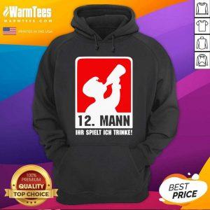 12 Mann Ihr Spielt Ich Trinke Hoodie - Design By Warmtees.com