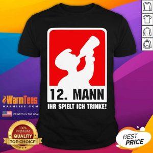 12 Mann Ihr Spielt Ich Trinke Shirt - Design By Warmtees.com