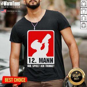 12 Mann Ihr Spielt Ich Trinke V-neck - Design By Warmtees.com