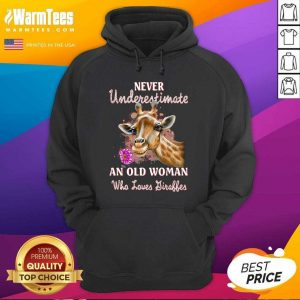Never Underestimate An Old Woman Who Loves Giraffes Hoodie - Design By Warmtees.com