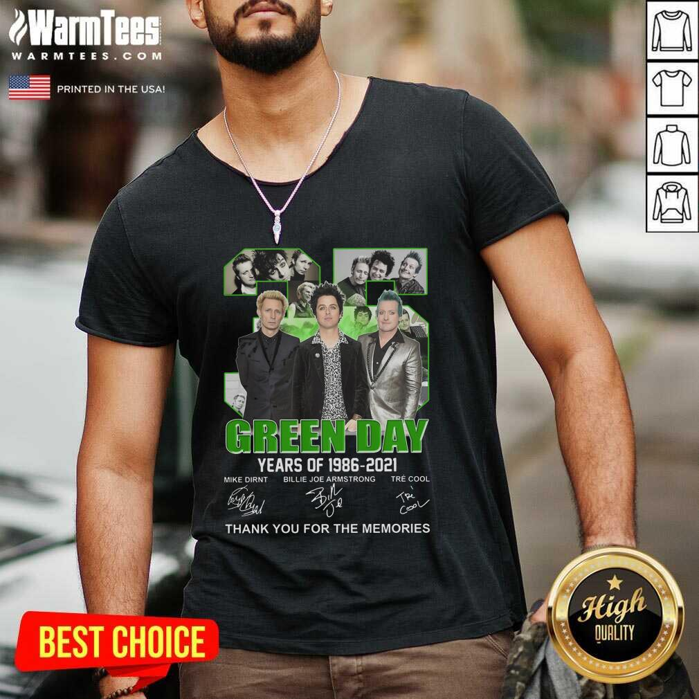 Top 35 Green Day Years Of 1986 2021 Signatures Thank You For The Memories V-neck  - Design By Warmtees.com