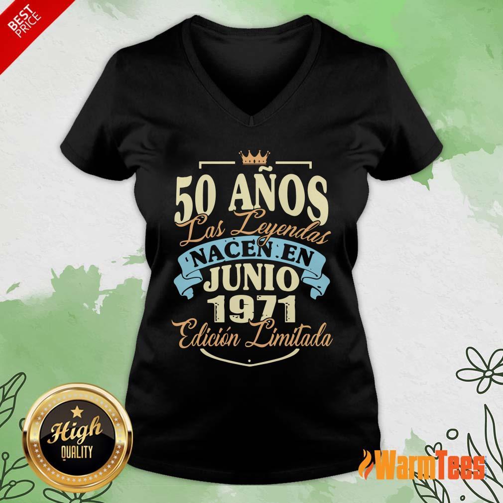 50 Anos Las Leyendas Junio 1971 V-neck